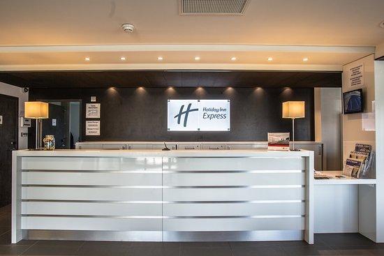 Holiday Inn Express Dijon : Reception desk
