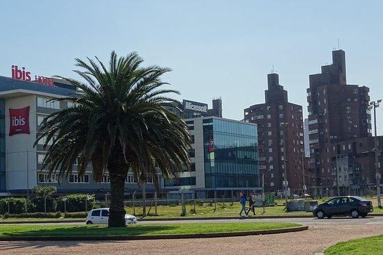 Ibis Montevideo: Fotografía desde La Rambla