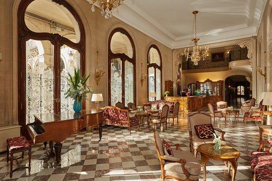 Regina Hotel: Lobby