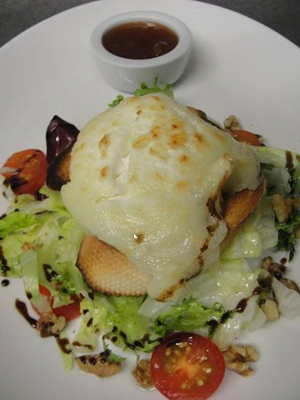Fochabers, UK: Grilled Goat Cheese Salad
