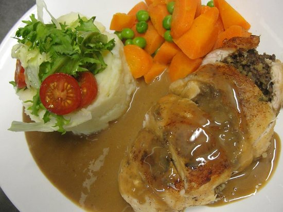 Fochabers, UK: Roasted Chicken stuffed with Haggis