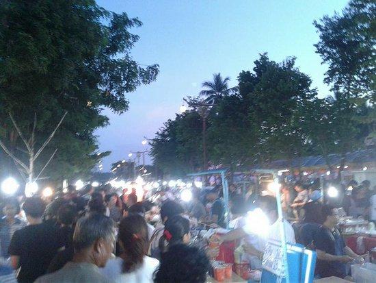 Kuang Mueng Nan Walking Street