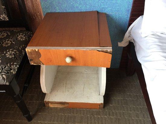 Ordinaire Houseboat (Grandeur Group): Horrible Furniture