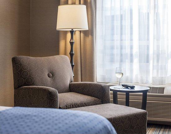 East Hartford, CT: King Bedded Guest Room