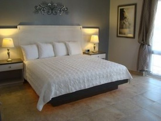 Combate Beach Resort : Honeymoon Suite