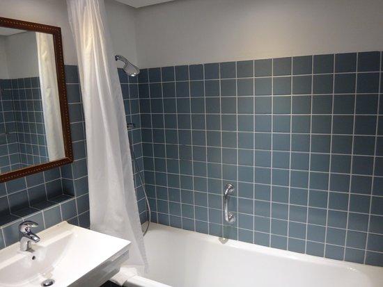badekar med brus Badekar med brus   Picture of Helnan Marselis Hotel, Aarhus  badekar med brus