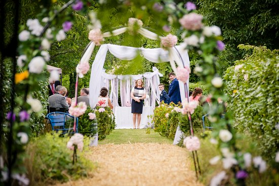 Castletownroche, Irlanda: Ceremony in the Gardens