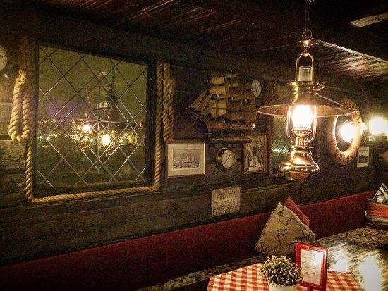 The Red Boat Hotel & Hostel: photo0.jpg