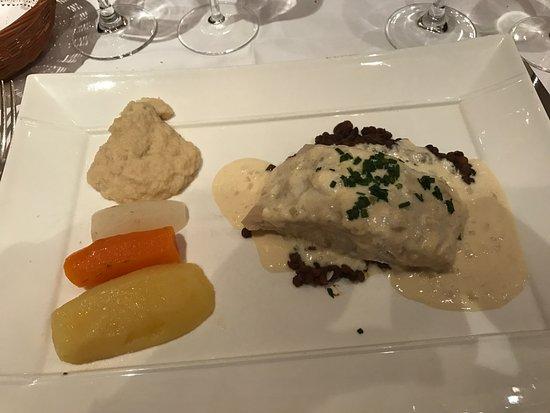 La cave a Champagne: Filet de perche au beurre blanc, mention spéciale pour la purée de céleri, une merveille