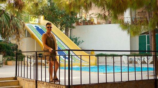 Larissa Beach Club: аквапарк из одной весёлой горки))