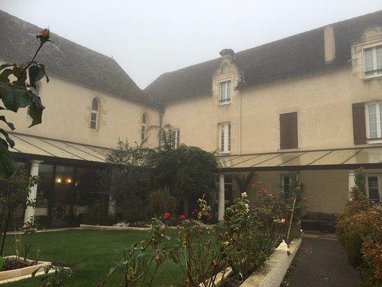 Logis Hostellerie des Ducs: Vue intérieure coté piscine