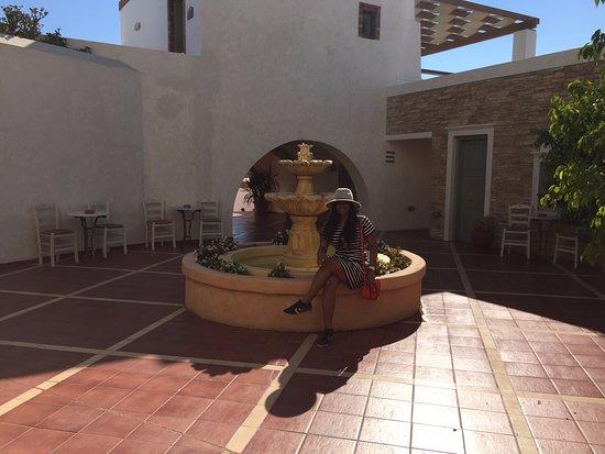 Porto Naxos Hotel: courtyard :)