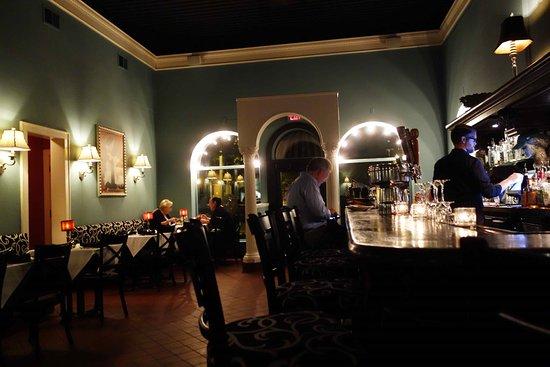 Buckley S Restaurant And Bar Stora Rummet Med Baren