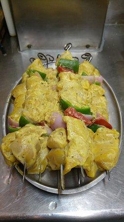 Το Ρεμούτσικο Ταβέρνα: Το πιο ζουμερό σουβλάκι κοτόπουλο