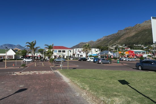 Gordon's Bay, Güney Afrika: Strand og P plads ved Old Cape Café