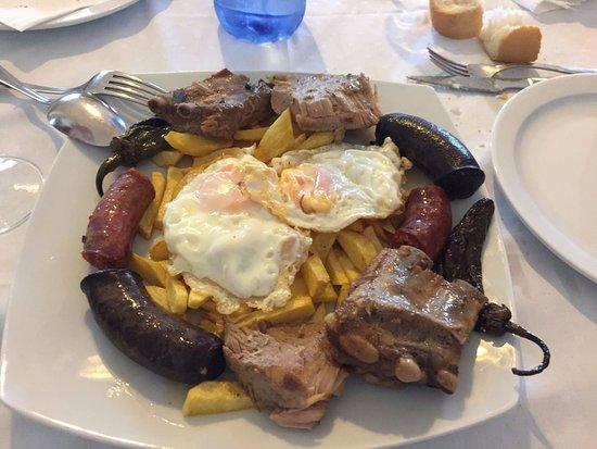 La Carlota, สเปน: Plato típico de Restaurante Baldomero. Aldea Quintana