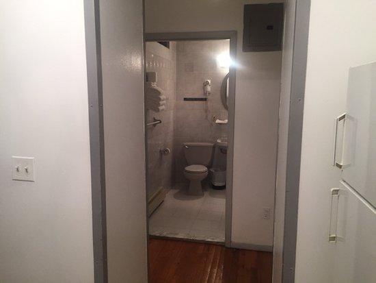 Off Soho Suites: Bathroom