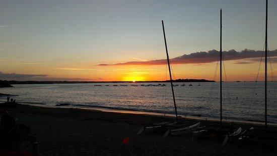 Lancieux, Frankrike: le coucher de soleil devant le lolly papaye