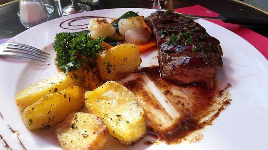La Tour d'Aigues, Fransa: merlan de boeuf, d'une tendreté exceptionnelle ,sauce miel & poivre