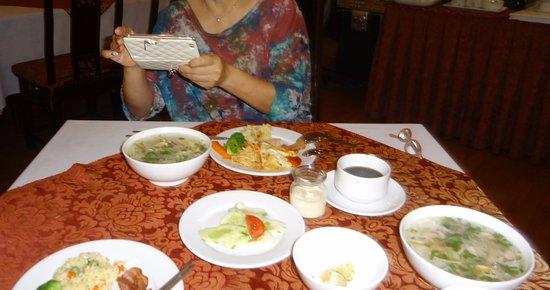 Asia Hotel Hanoi: 朝食ブッフェ