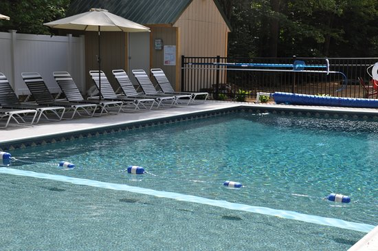 Lebanon, ME: Amenities include a crystal clear pool for our guests enjoyment.