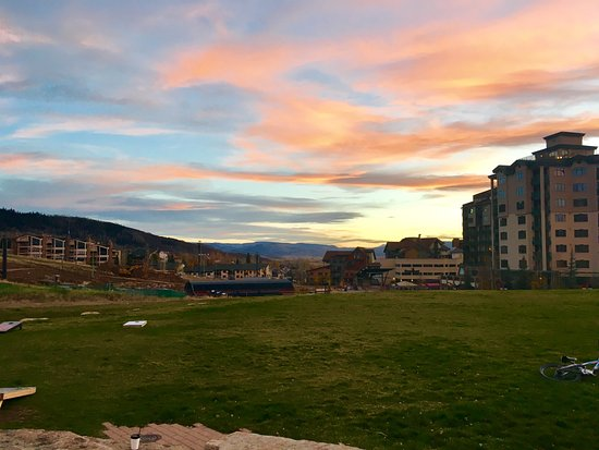 Canyon Creek Condominiums: Sunset.