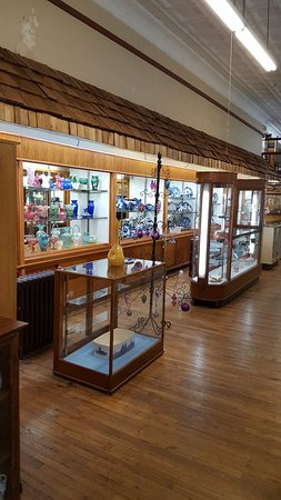 West Plains, MO: Check out our display of glassware!
