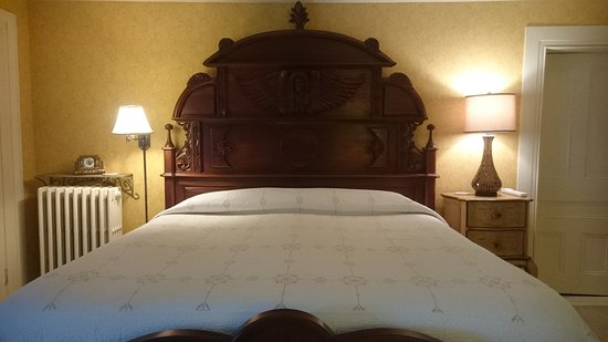 Trumansburg, NY: the amazing bed!!