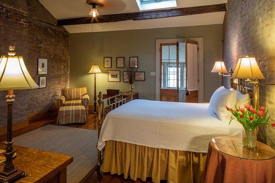 Monrose Row: room #4 / queen bed attic suite