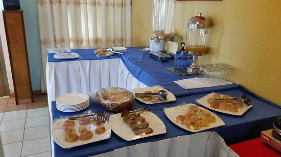 Tulip Inn Accra Hotel : (Part of) breakfast buffet