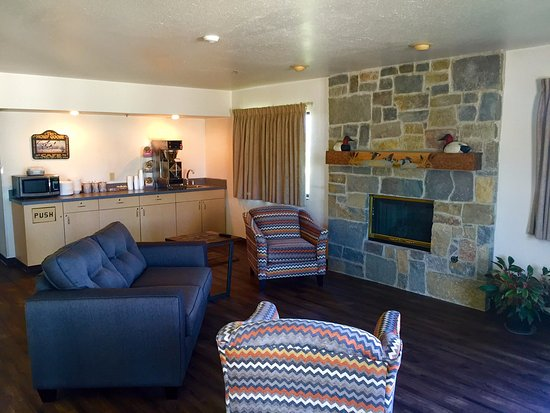Missouri Valley, IA: Family Room