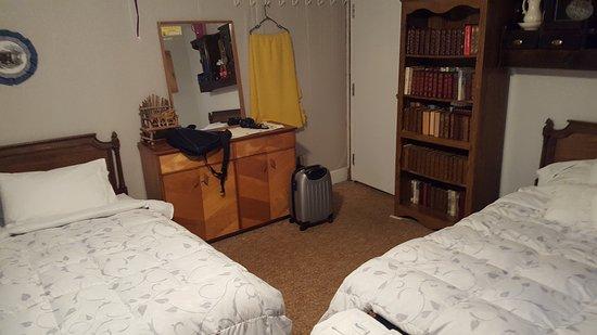 Bellwood Inn Bed & Breakfast : 20160729_204355_large.jpg