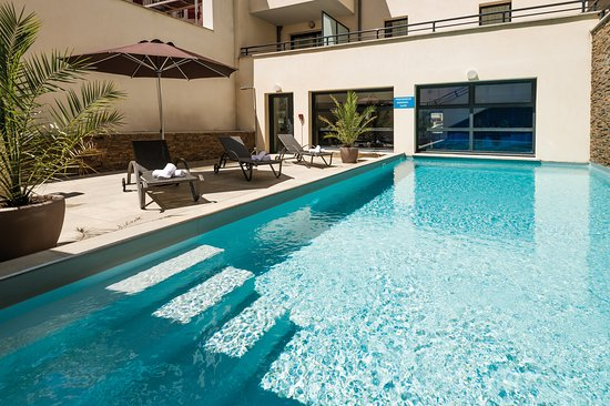 Lagrange apart 39 hotel les patios eugenie biarritz for Biarritz appart hotel