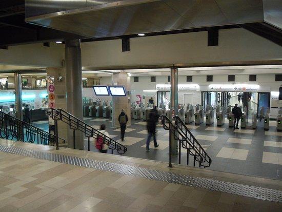 Accès aux lignes de métro - Picture of Gare de Paris-Est, Paris ...