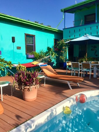 St. John Inn: Refreshing deck pool