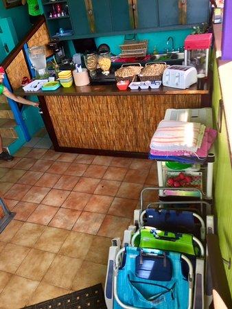 St. John Inn: Complementary breakfast, beach chairs and beach towels