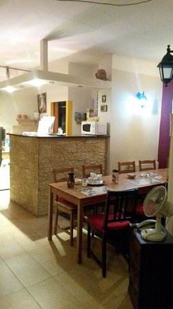 Elvis Guesthouse : breakfast table and reception