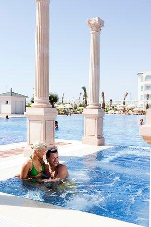 Concorde Hotel Marco Polo: piscine extérieure
