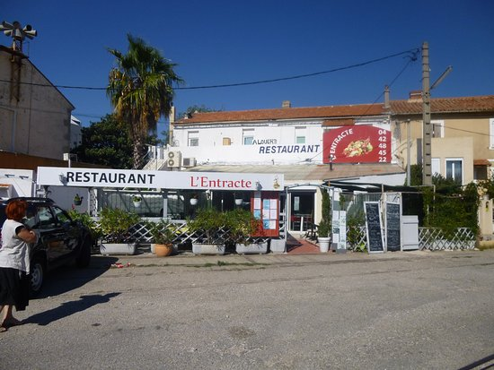 Entr e du restaurant picture of l 39 entracte port saint - Restaurant port saint louis du rhone ...