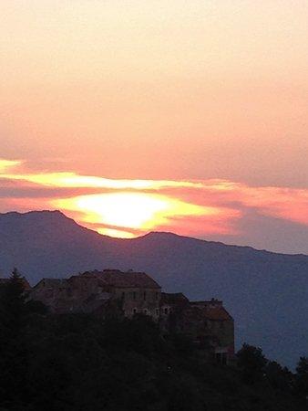 Rapale, فرنسا: coucher de soleil sur Rapale