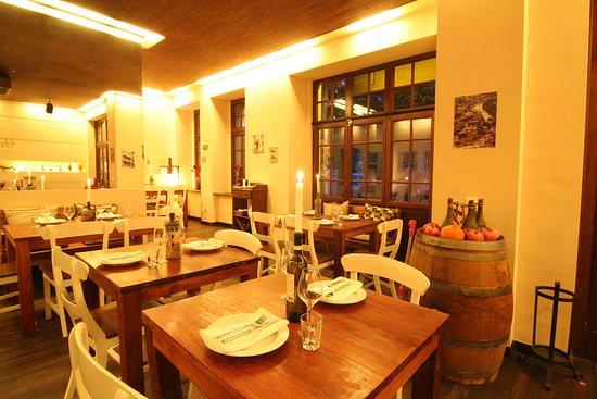 Grosse Fensterfront Im Ersten Raum Picture Of Restorani Tbilisi