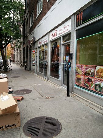 Thali Cuisine Indienne: Outside street and Thali