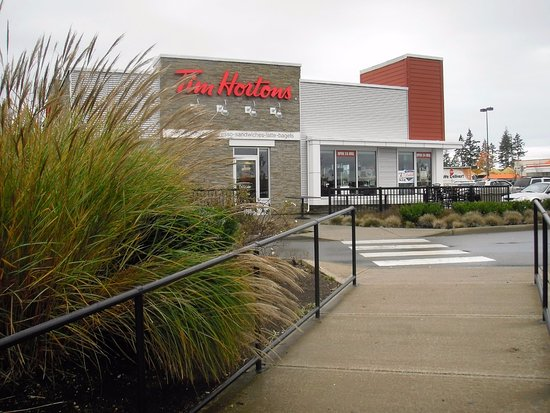 Courtenay, Kanada: Sidewalk from Lerwick Road to Tims, my post workout stop