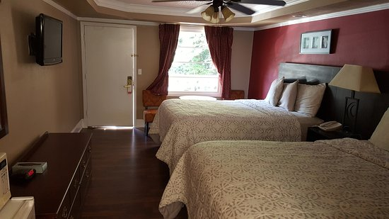 Riverbend Motel & Cabins: 2 Queen Room