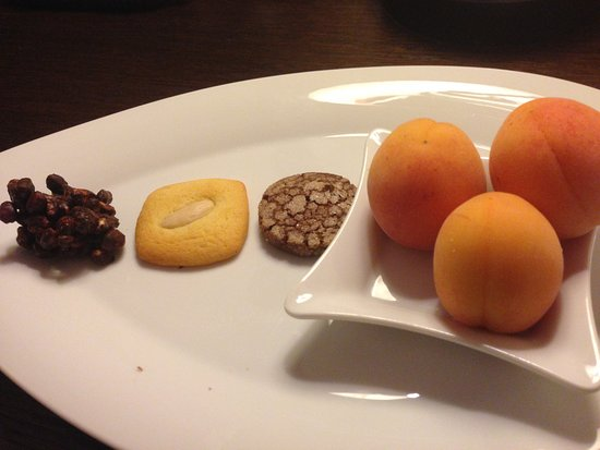 Sheraton Prague Charles Square Hotel: Complimentary items offered upon arrival