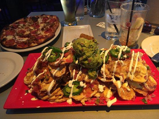 PBR Rockbar & Grill: YUM!!!! Pizza and Nachos