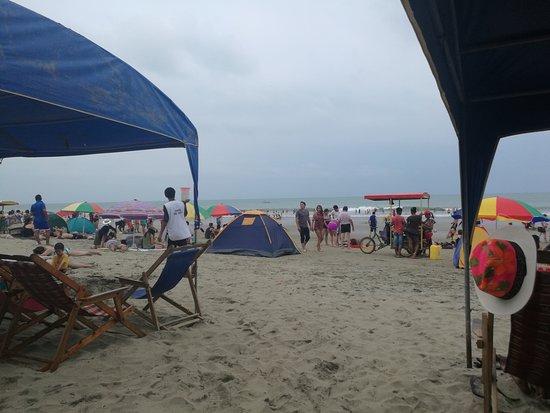 Tonsupa, Ecuador: Amplia playa... agradable ambiente