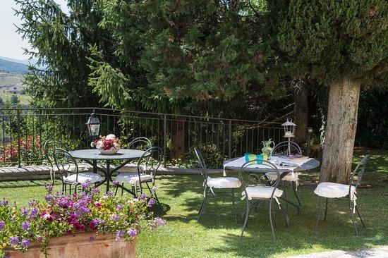 Vicchio, Italia: tavoli esterni