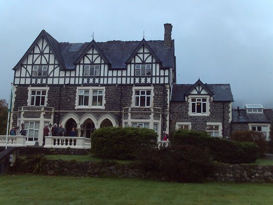 Brithdir, UK: South facing aspect of Hotel