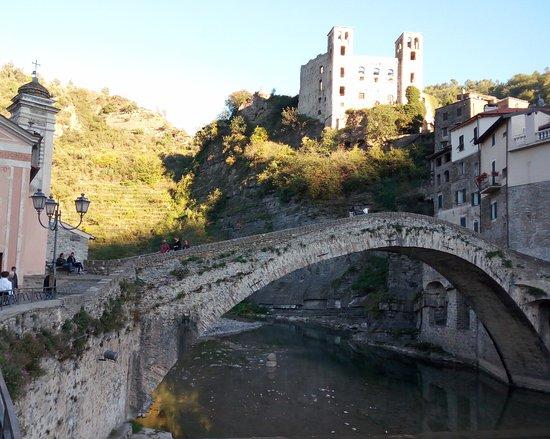 Dolceacqua, Italia: Ponte e Castello